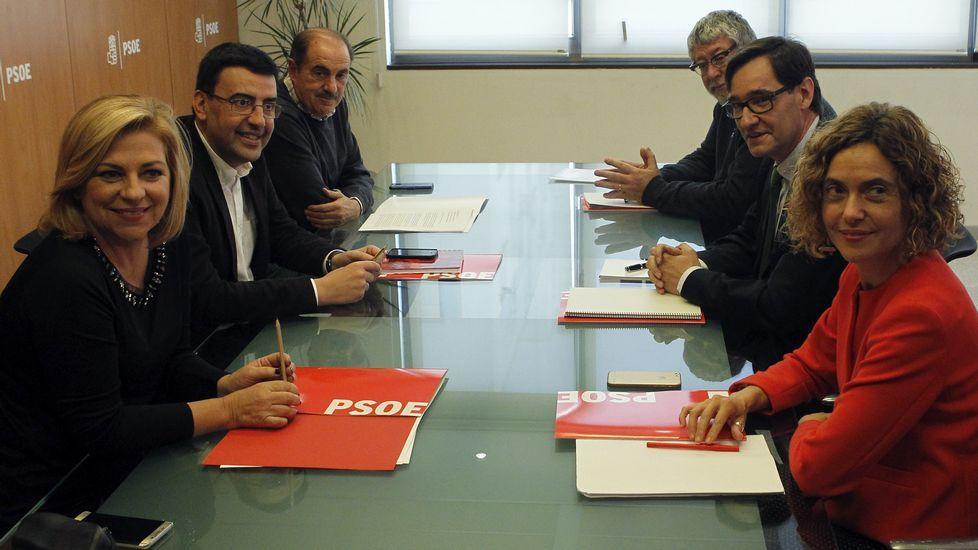 El PSOE elegirá a su nuevo líder en mayo y celebrará su congreso a mediados de junio.Alfonso Guerra, en Gijón