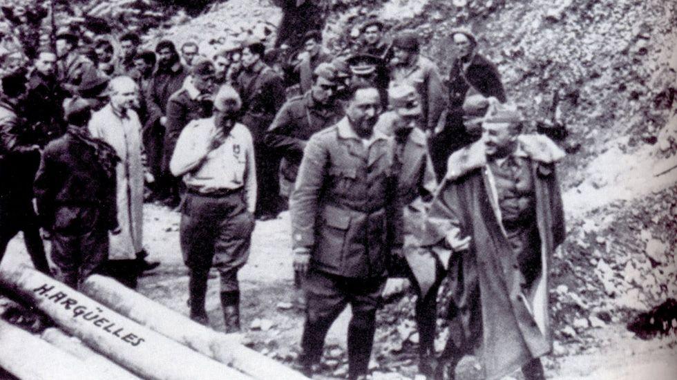 Franco en Tarna junto al Coronel Aranda