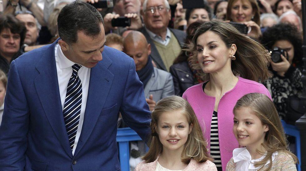 .A su llegada a la catedral de Palma, para asistir a la misa de Pascua en marzo.