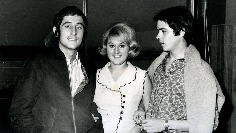 Familiares y amigos despidien a Antonio Morales.Juan Pardo, junto a la presentadora de televisión, Marisa Medina, y Antonio Morales «Junior».