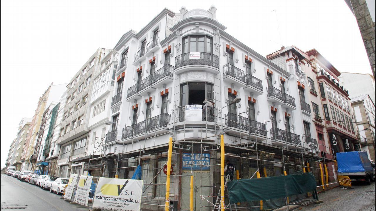 El edificio de Ucha está situado en la esquina de la calle de la Iglesia con la calle Méndez Núñez