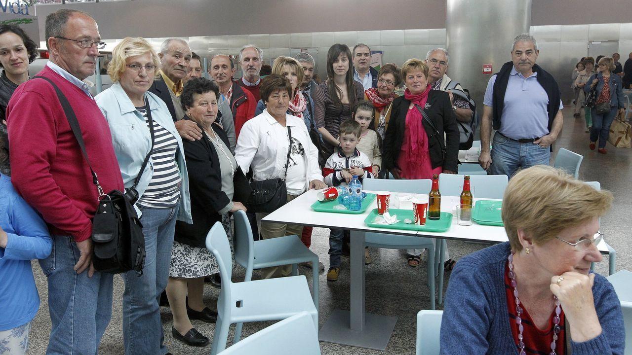 El PSOE de Vigo celebra la victoria de las generales.Feijoo, durante la valoración de los resultados electorales por parte el PPdeG