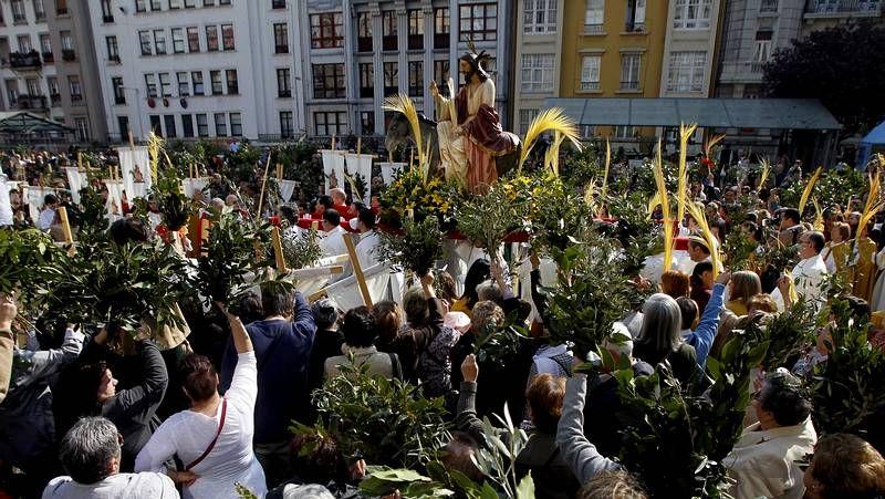 Domingo de Ramos en A Coruña y Betanzos.La procesión del Prendimiento tuvo que dar la vuelta