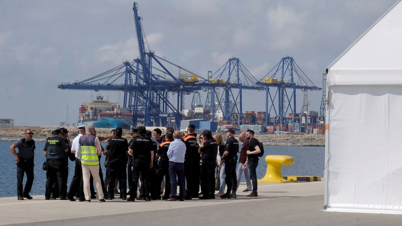 Macron abronca a un adolescente por llamarle «Manu».Preparando el dispositivo para la llegada del Aquarius al Puerto de Valencia