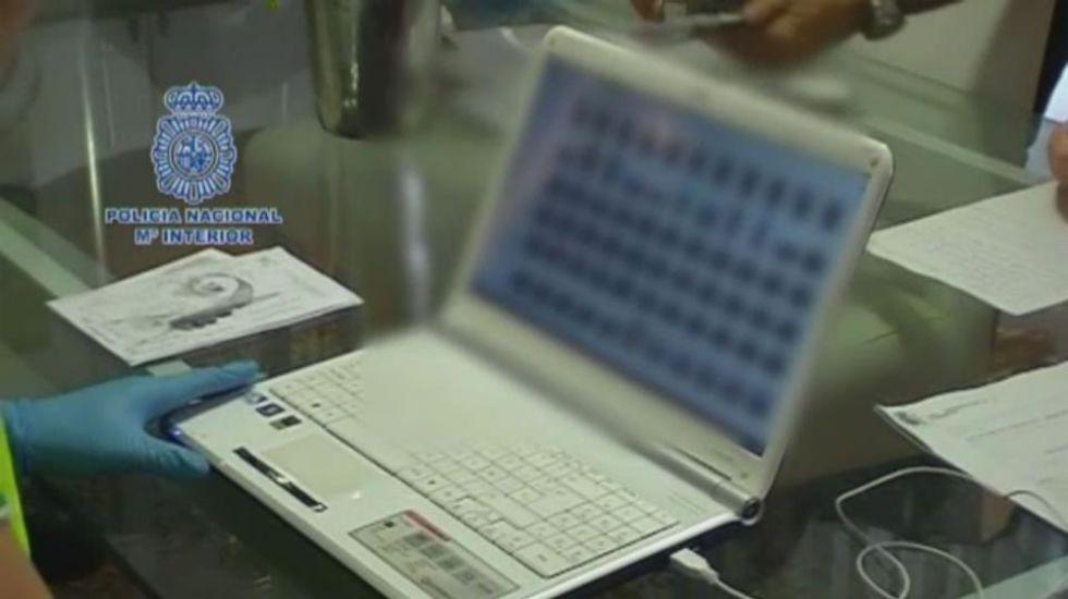 Detenido un «ciberdepredador» que engañó a más de 100 niñas