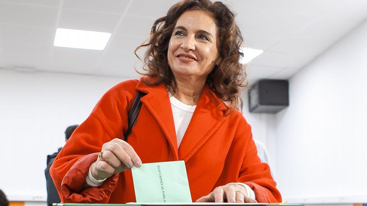 Tui se llena de portugueses que quieren repostar por el desabastecimiento en su país.Elecciones en Andalucía. La ministra de Hacienda, María Jesús Montero
