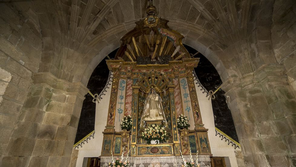 Altar mayor de la Virgen en Cadeiras