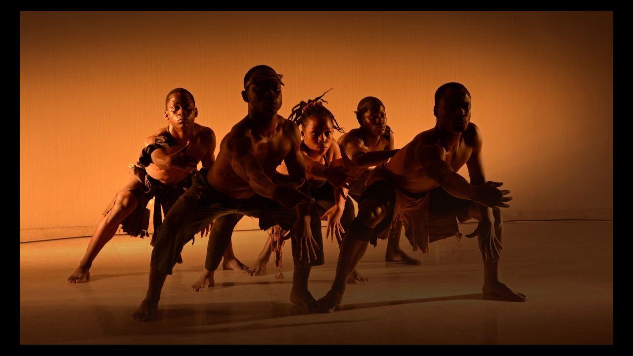 «¿Cuándo se come aquí?», el irreverente debut de Siniestro Total.Xuxi Vidal, a la derecha, ha puesto en marcha un rastrillo solidario para recaudar fondos para un proyecto de apoyo a la infancia y a la mujer en Mali