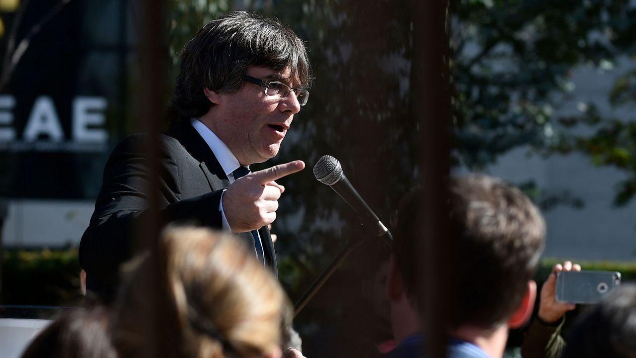 Rufián sobre Borrell: «Es más chulo que un ocho».Los cerca de 5.000 «mossos» que se manifestaron por el centro de Barcelona se cruzaron aplausos con sus compañeros de la jefatura de la Policía Nacional