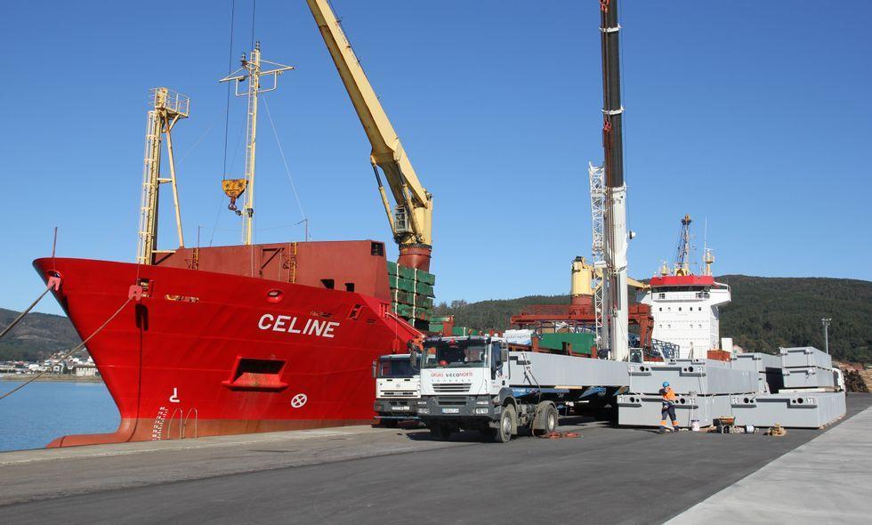 .Las labores de carga en el buque con destino a Panamá finalizarán hoy por la tarde.