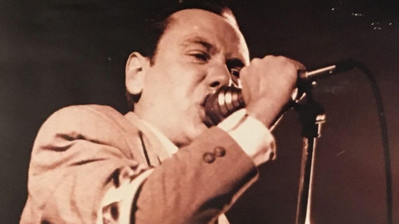 .Peter Coyne, líder de The Godfathers, en el concierto que ofreció en Clangor en 1989