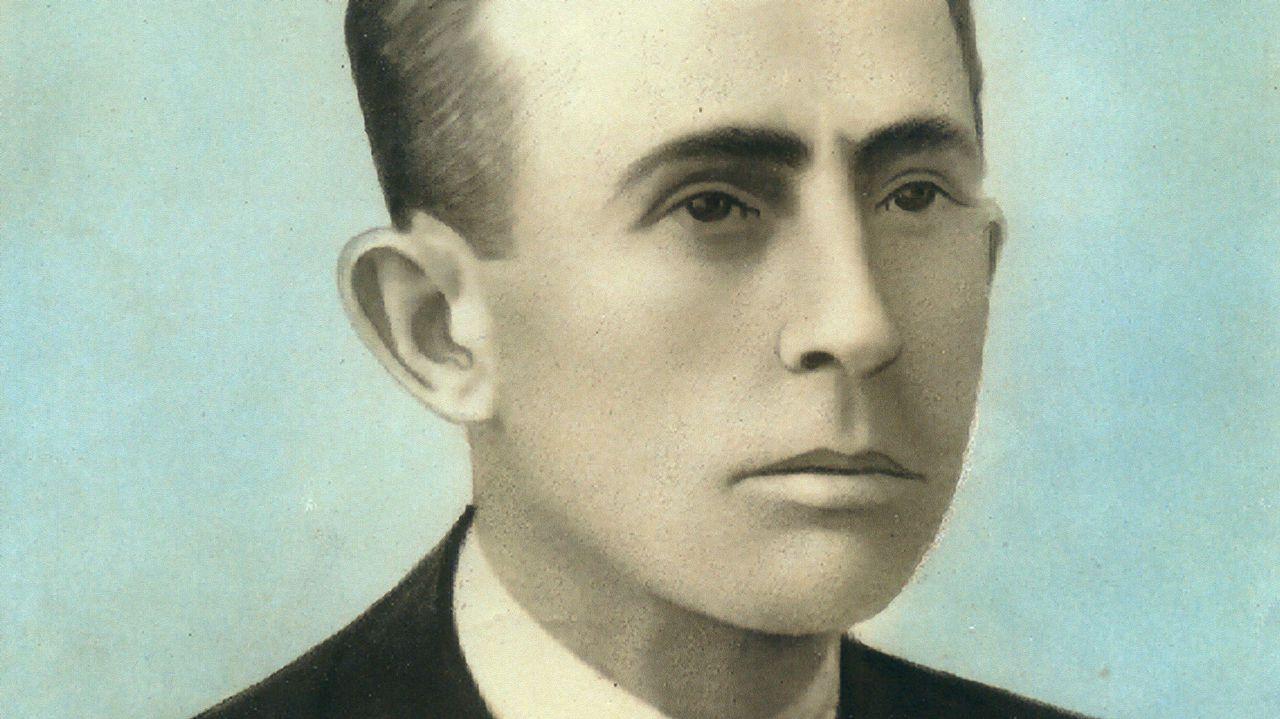 Candidato a los 100 años.Antonio Fraguas firmando a acta de constitución da fundación que leva o seu nome