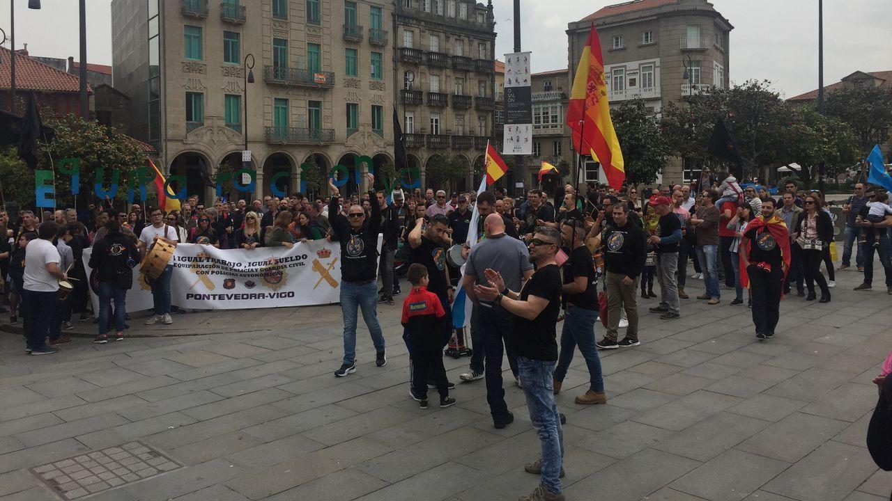 Policías y guardias civiles se movilizan en Pontevedra en pro de la equiparación salarial.Ares exige el mismo salario que los Mossos y la Ertzaintza