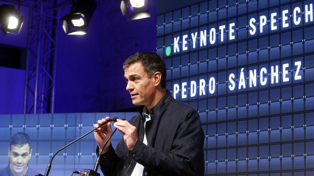 Adrián Barbón, tras ser elegido secretario general de la FSA