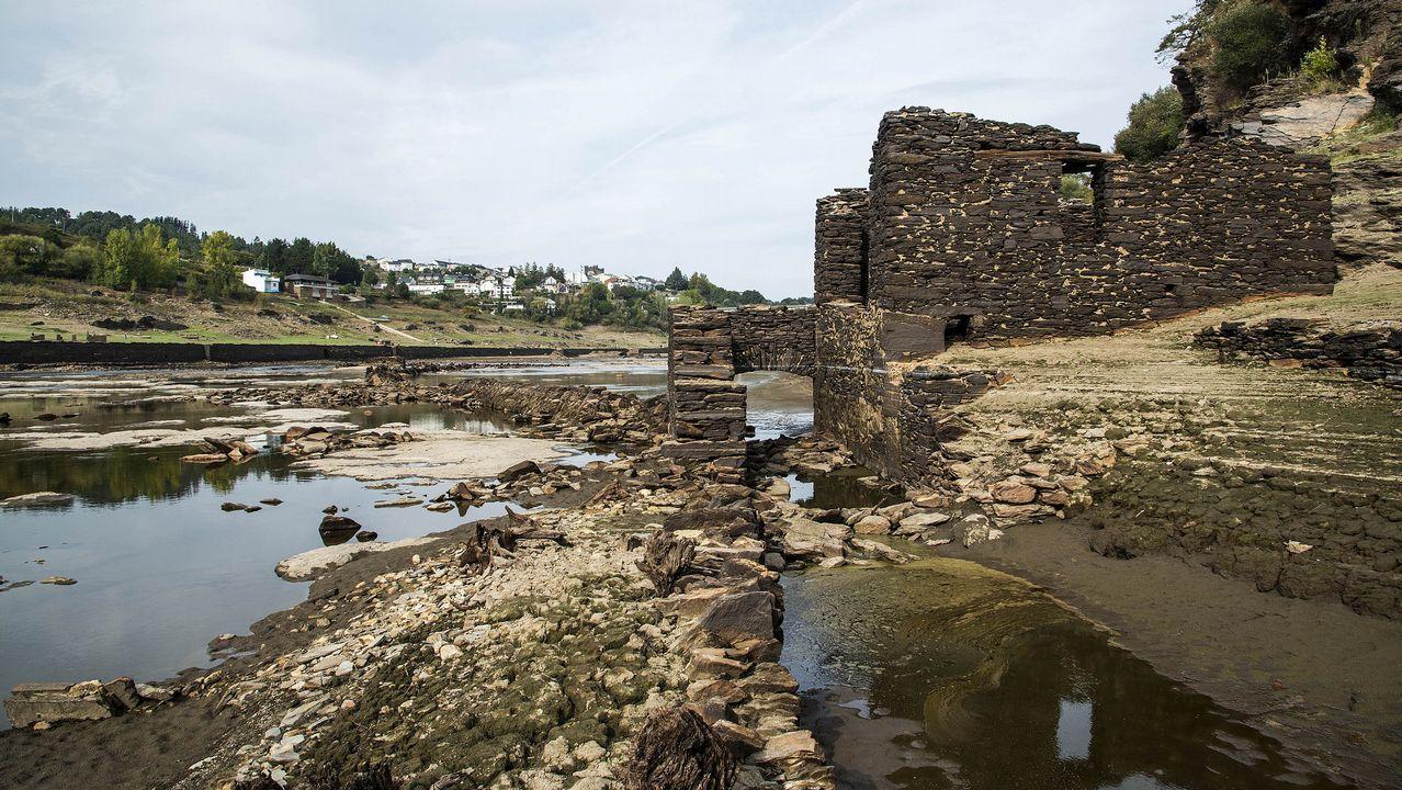 .Ruinas de un antiguo molino junto al Miño