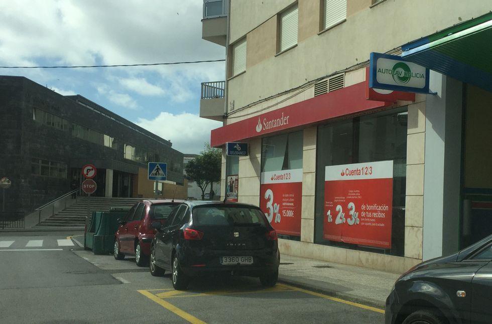 La Xunta incentiva a los propietarios para fomentar el alquiler social.Banco Santander, en Eijo Garay esquina Pardo Bazán.