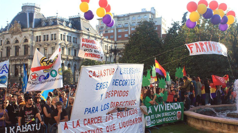 .Manifestación en la plaza de La Escandalera en contra de los Premios Princesa de Asturias.