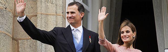 Felipe VI y Letizia Ortiz han tenido un sentido recuerdo para las víctimas del Alvia.El traje de su pedida de mano.