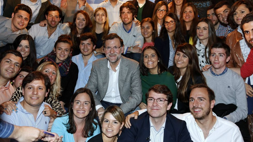 Ada Colau: «Sí se podía».Feijoo, ayer, en Madrid, donde presentó a Monago.