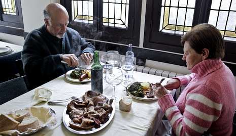 El enólogo Roberto Regal ofreció una cata comentada de los vinos