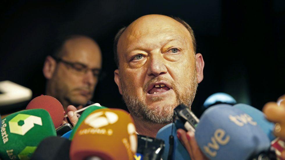 Diecisiete críticos del PSOE presentan sus dimisiones de la Ejecutiva Federal