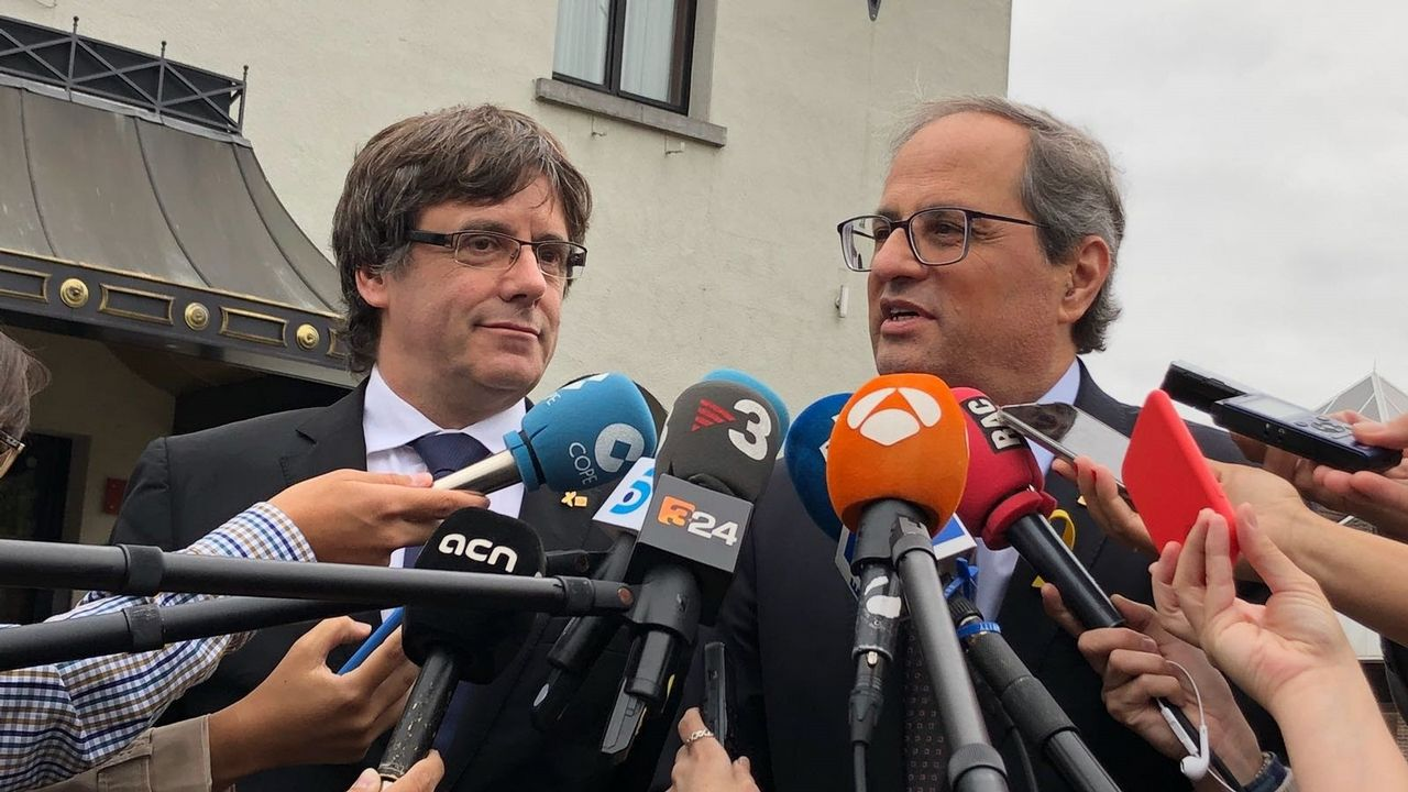 «¡La república no existe, idiota!».Puigdemont y Torra, en agosto en Waterloo (Bélgica)