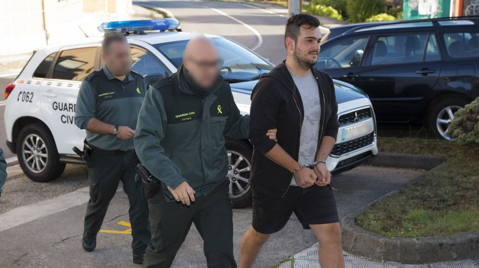 Un voraz incendio destruye las termas de A Chavasqueira en Ourense.El joven detenido por la agresión ya fue detenido el pasado octubre por un ataque a un puesto de la Guardia Civil en Camariñas