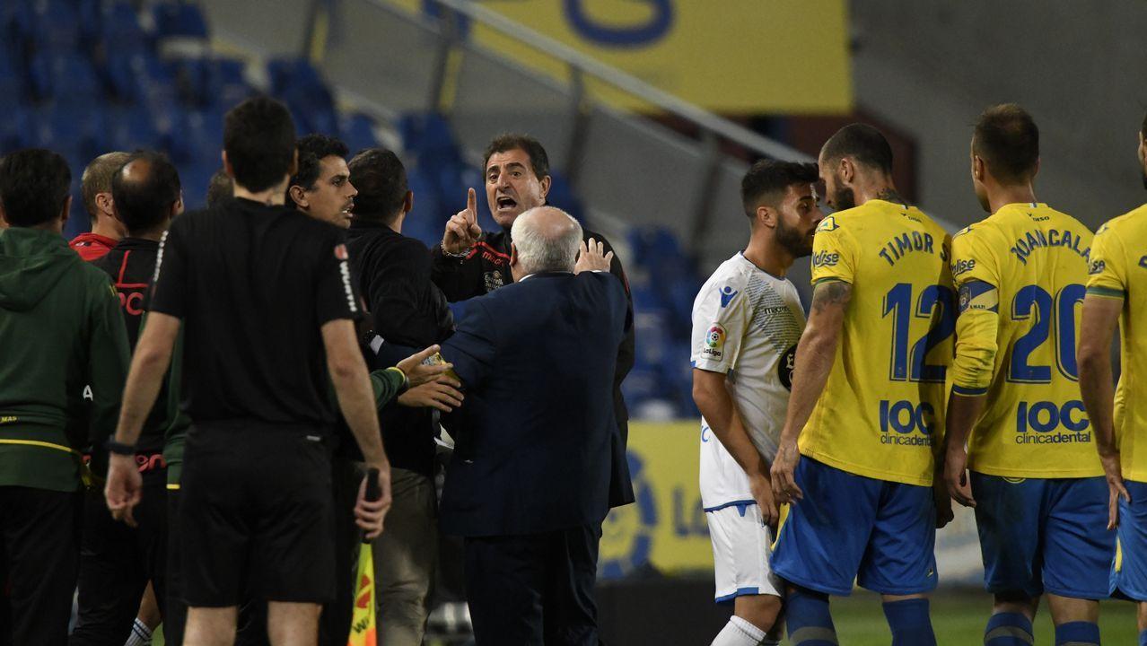 Las fotos del Las Palmas - Deportivo.La afición anima en el Carlos Tartiere