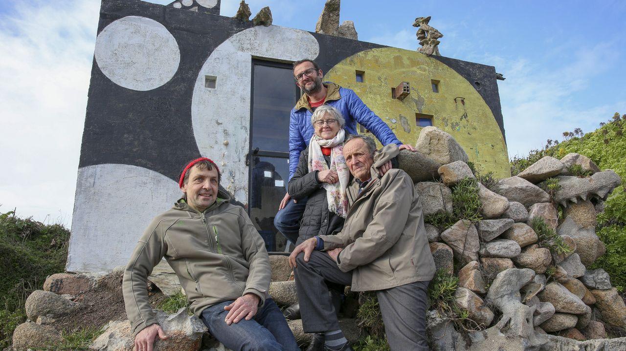 El hermano de Man, Ewald Gnädinger, junto con su mujer, hijo y un sobrino