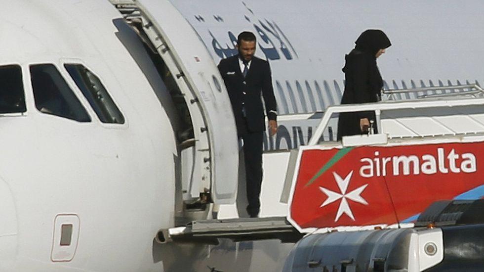 Secuestro de un avión que aterriza de emergencia en Malta.