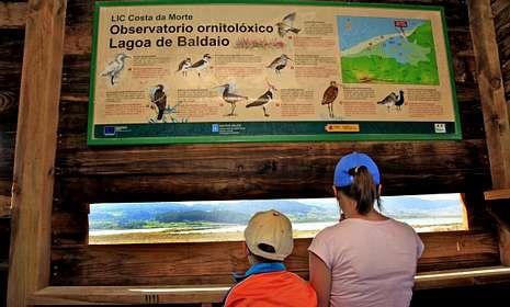 Uno de los nuevos observatorios está situado cerca de la laguna de Baldaio.