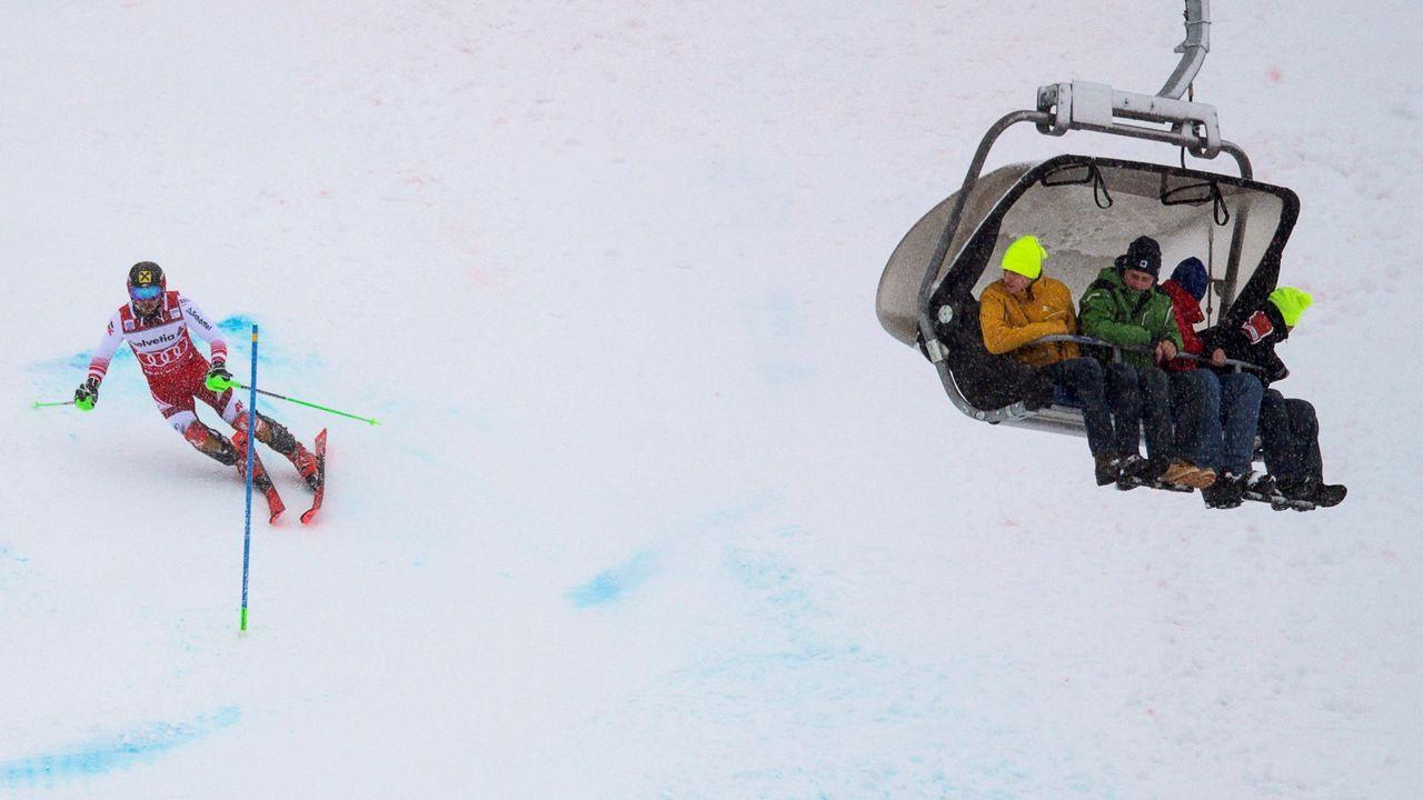 Marcel Hirscher, de Austria, en la carrera de slalom masculina en la Copa del Mundo de Esquí Alpino en Adelboden, Suiza