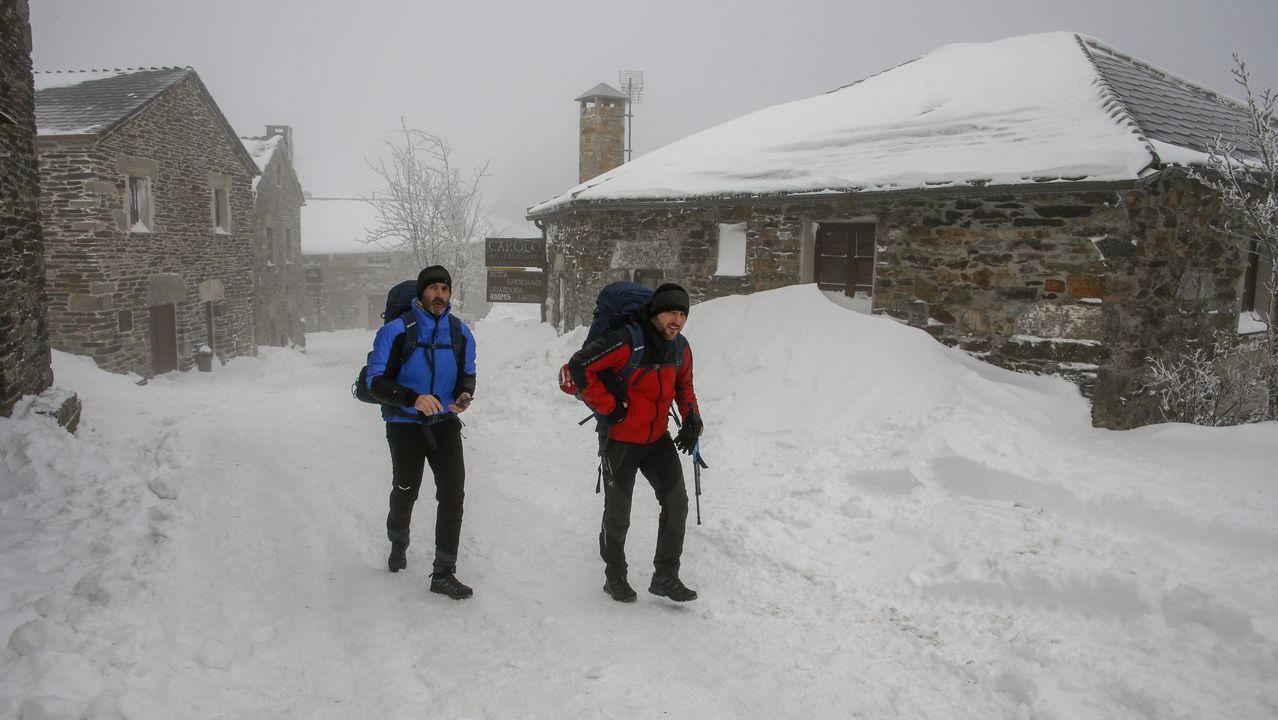 Así fue la tercera etapa del Camino de Trabandainas.Miguel Ángel Rodríguez, que regenta un albergue en Fonfría, Pedrafita, rehabilitó su casa siguiendo la normativa del Camino
