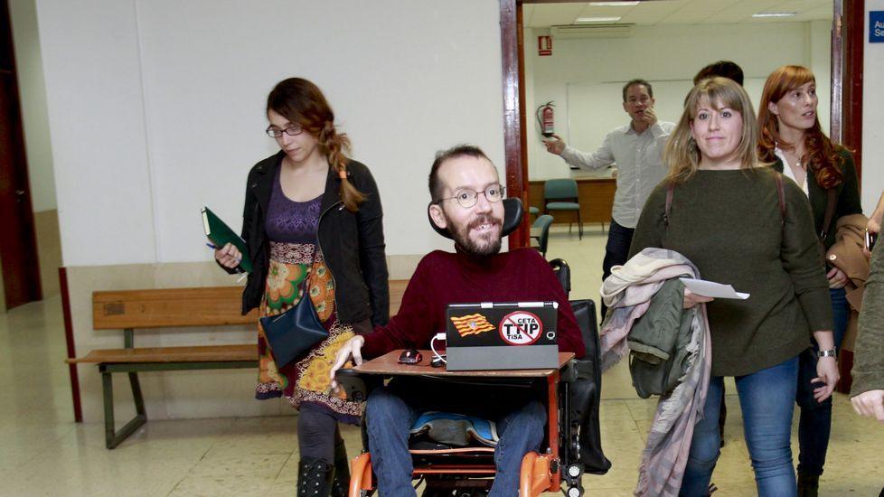 La crisis entre las corrientes de Podemos se recrudece en Navidad.Echenique en un acto junto a Teresa Rodríguez en Córdoba