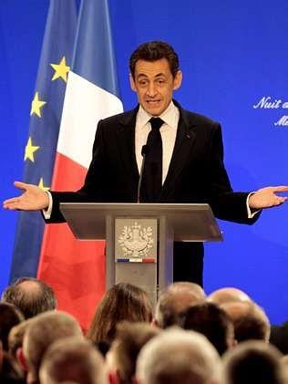 El papa, en Cuba.Sarkozy, el domingo, durante un discurso en Metz.