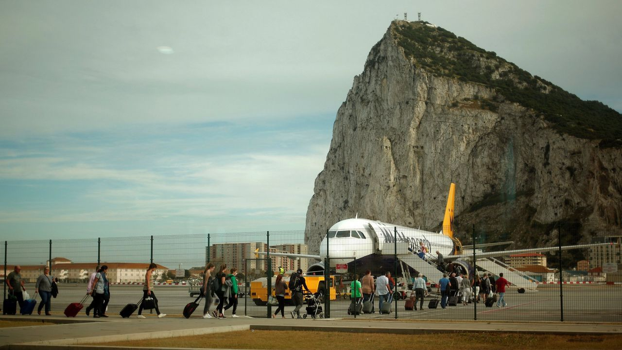 El mirado acristalados que la empresa gijones Ales Iluminación ha instalado, a 400 metros de altitud, en el Peñón de Gibraltar.El Rey Felipe VI en el encuentro empresarial Reino Unido-España, Londres