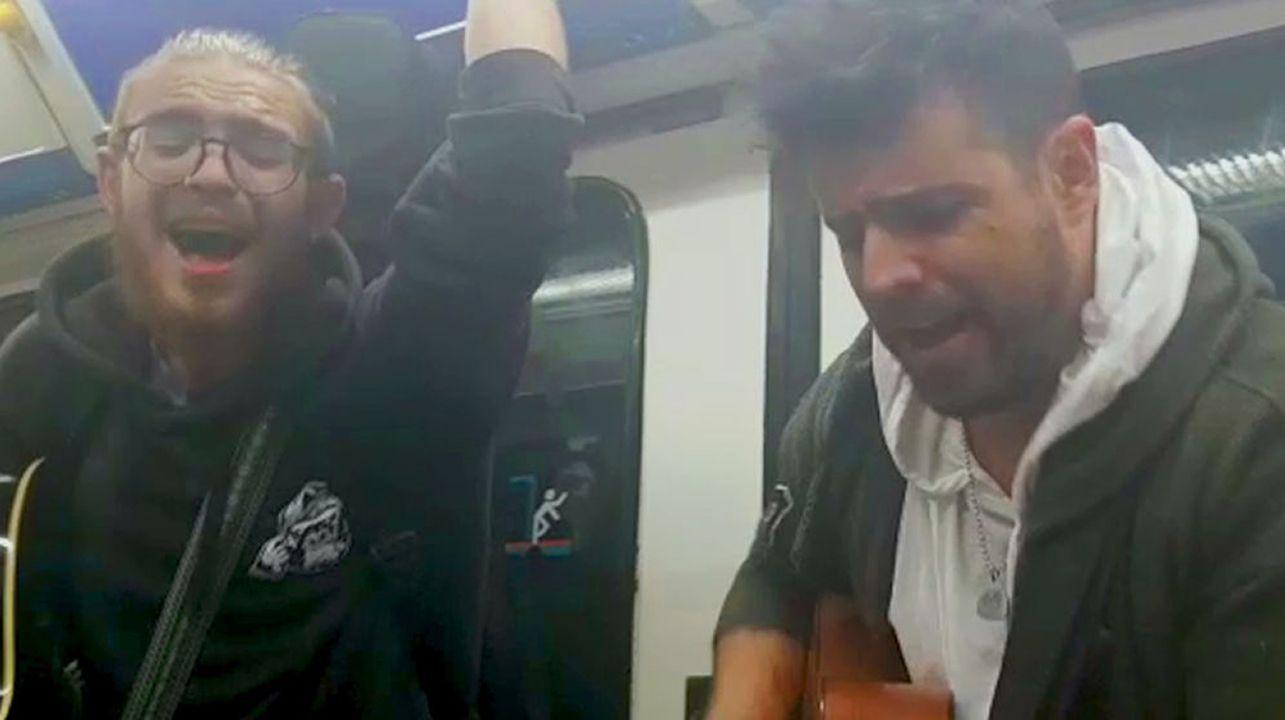 Pablo López actúa en el metro de Madrid.Captura de pantalla del mensaje enviado por error a un grupo que Vox compartía con periodistas y que desveló su estrategia con respecto al debate