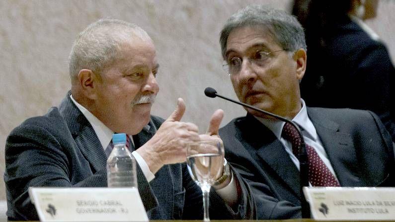 Lula da Silva y el ministro brasileño de desarrollo, Fernando Pimentel, hoy en un foro sobre inversiones en Rio de Janeiro