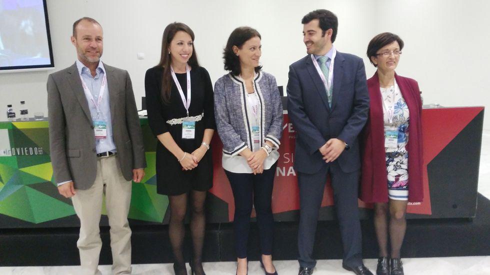Palacio Fernández Heres.La oftalmóloga Cristina Peris (c) junto a sus compañeros de ponencia