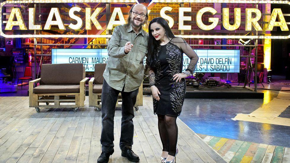 Así fue el estreno de «La Alfombra Roja Palace».Los actores protagonistas de «Acacias 38»: Roger Berruezo (2d) Sheila Fariña (c) Sara Miguel (3i) David Muro (2i) Cristina Abad (3d) jaime Olias (i) y Iago García (d)