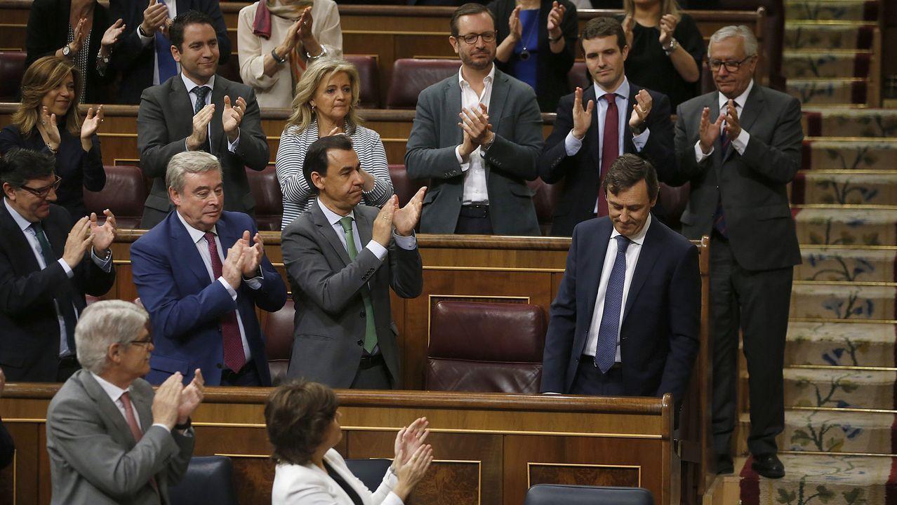 Aplausos de la bancada popular a Rafael Hernando tras su intervención.