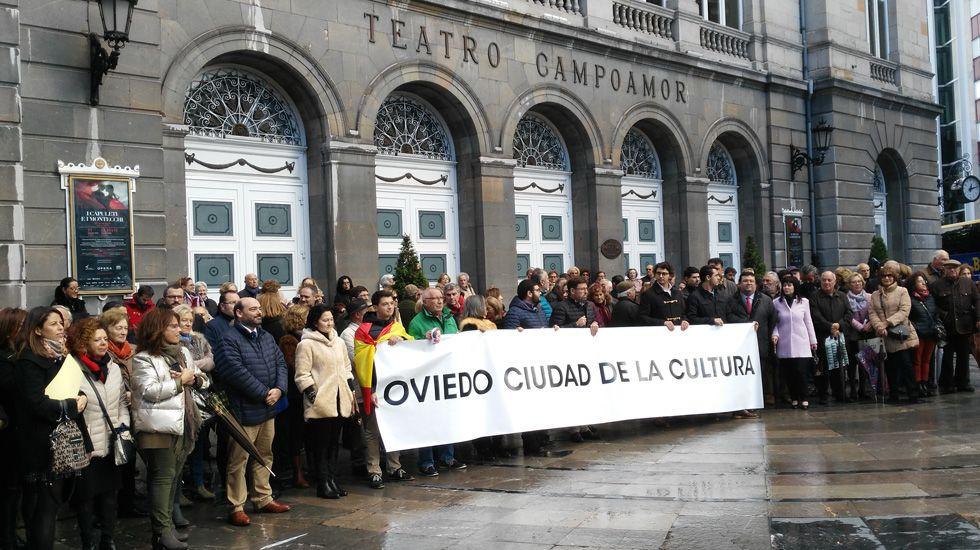 .Manifestación a favor de los Premios Líricos Teatro Campoamor