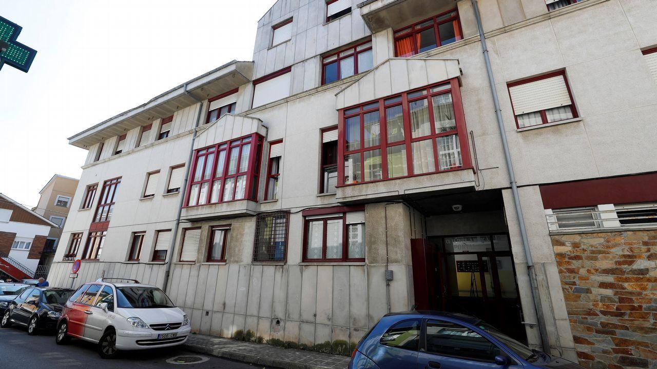 nmueble donde una mujer de 29 años ha sido asesinada, al parecer con un arma blanca, supuestamente por su marido, de 51 años, que después se ha suicidado en su vivienda de La Caridad, en el concejo asturiano de El Franco.