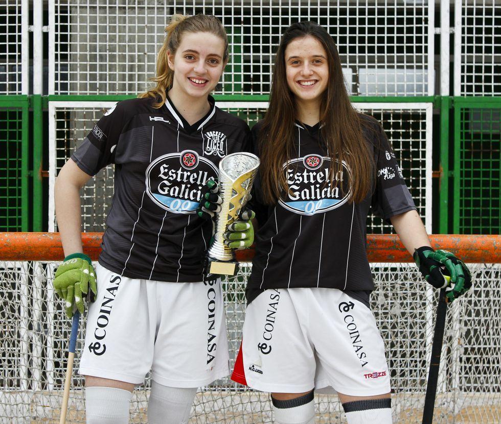 .María Castelo y María Sanjurjo, «Las Meris», en el trofeo del Sector Norte de hockey.