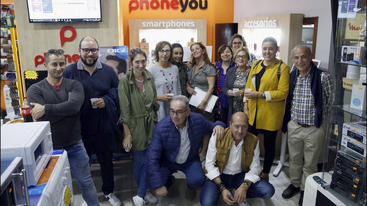 Electrodomésticos Luis Martínez, Rúa de Galicia, 10 bajo en Ribeira, Inaugura un espacio de telefonía móvil Lowcost