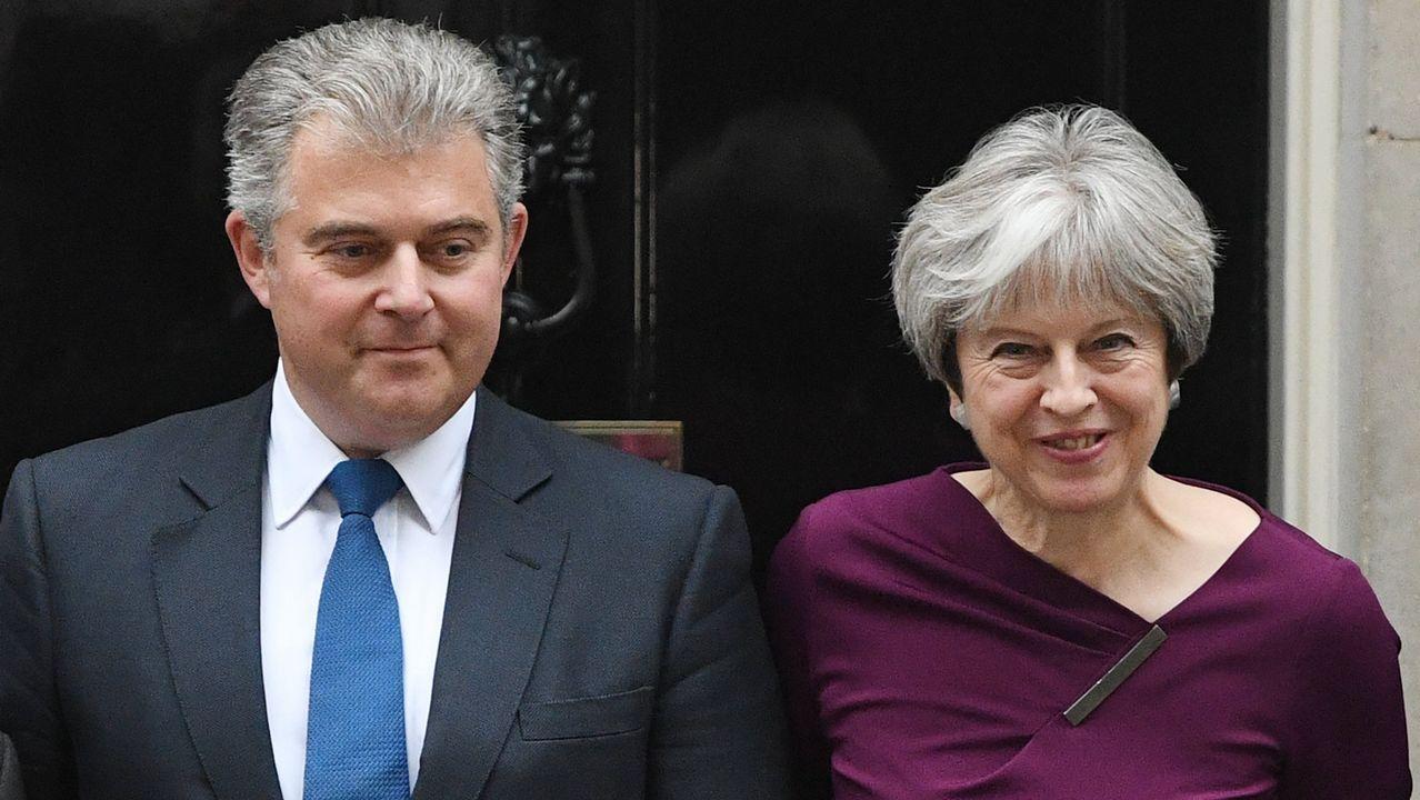 .Theresa May, junto al recien elegido presidente del Partido Conservador, Brandon Lewis