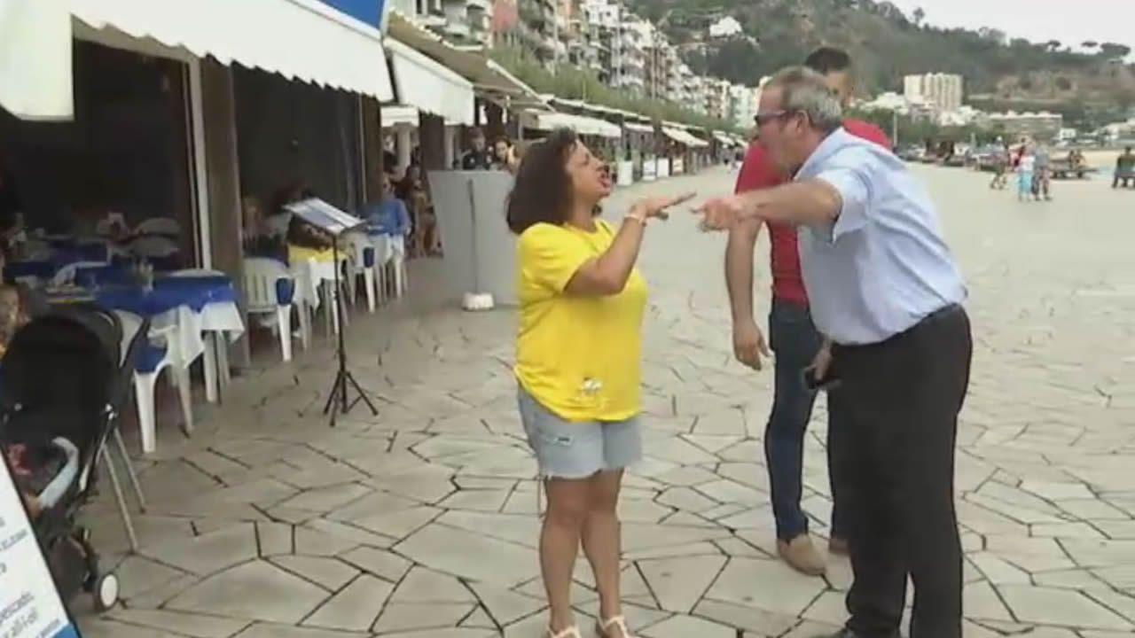 La polémica de los lazos en el día a día: el dueño de un restaurante se enfrenta a los independentistas