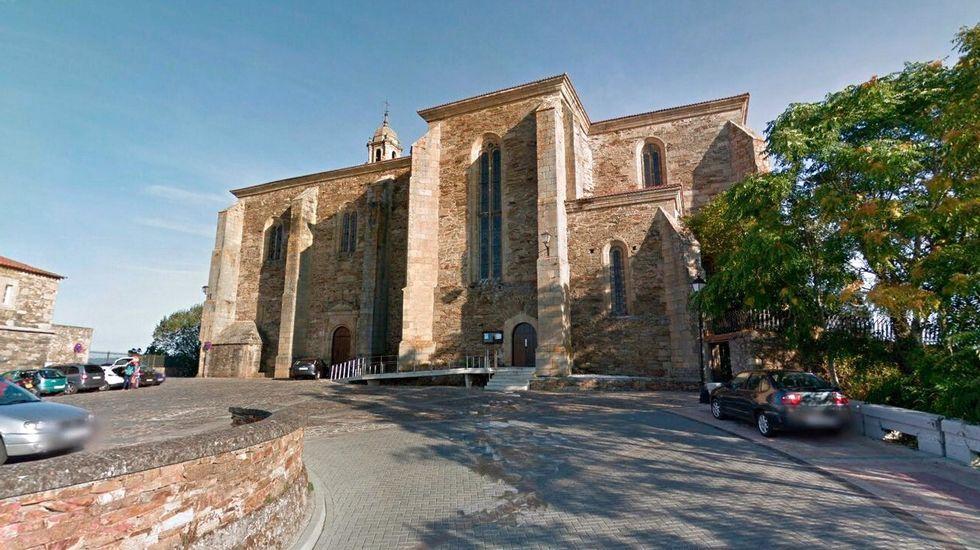 Este era el aspecto que ofrecía la fachada sur de la iglesia antes de iniciar las obras que ahora acaban de terminar