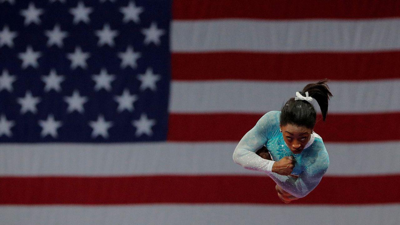 La gimnasta Simone Biles completa su ejercicio durante el campeonato que estos días se celebra en Boston.