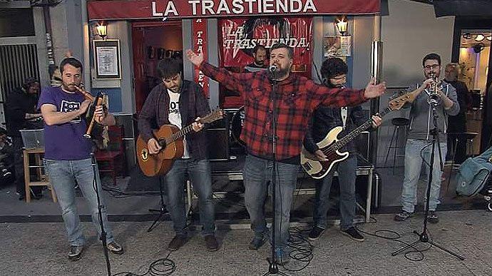 Ramón Argüelles, Gaspar Llamazares y parte de la dirección de IU.Skama La Rede en La trastienda